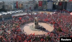 Supporters of various political parties gather in Istanbul's Taksim Square during a rally organized by main opposition Republican People's Party (CHP) in Turkey, July 24, 2016.
