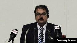 불법 입북했다는 미국인 아르투로 피에르 마르티네스(29)가 14일 평양에서 기자회견을 하고 있다.
