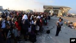 Građani Abaka na Bahamima koji čekaju evakuaciju posle uragana Dorijan