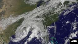 Li qasırğası Amerikanın şimal-şərq bölgələrinə təsir göstərib