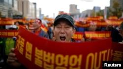 南韓的士司機在首爾市中心舉行示威集會抗議拼車計劃。 (2018年10月18日)
