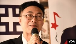 香港教育专业人员协会内务副会长庄耀洸 (美国之音汤惠芸拍摄)