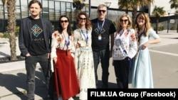 """Команда """"Анімаграду"""", що працює над мультфільмом """"Мавка. Лісова пісня"""", на анімаційному форумі в Бордо, Франція; березень 2017 р. Продюсер Ірина Костюк - третя зліва."""