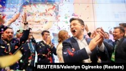 Ukrainian presidential candidate Volodymyr Zelenskiy reacts following the announcement of the first exit poll in a presidential election at his campaign headquarters in Kyiv, April 22, 2019.