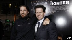 "Mark Wahlberg, desno, i Christian Bale na premijeri filma ""The Fighter"" u Los Angelesu, 6. 12. 2010. (AP Photo/Matt Sayles)"