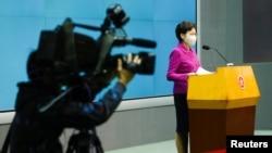 香港特首林郑月娥在香港的一个记者会上宣布进行立法会选举制度改革计划(路透社2021年3月8日)