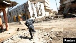Les forces irakiennes interviennent dans la vieille cité de Mosul, le 26 mars 2017.