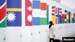 Une participante à la COP21 arrive au Bourget, le 29 novembre 2015.