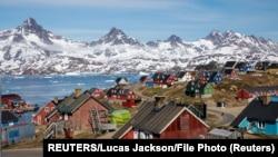Luka i grad Tasilak (Tasiilaq) na Grenlandu (Foto: REUTERS/Lucas Jackson/File Photo)