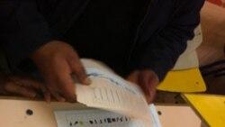 Soba apanhado com cartões de eleitor - 2:25