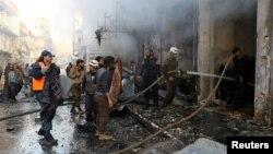 شام کے شہر اریحا میں فضائی حملے کے بعد تباہی کا ایک منظر۔ فروری 2017