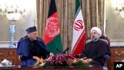 이란을 방문한 하미드 카르자이 아프가니스탄 대통령(왼쪽)이 8일 테헤란에서 하란 로하니 이란 대통령과 회담했다.