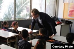 Norwegian Foreign Minister Børge Brende visiting a school in Beirut, Lebanon, where Syrian children attend classes in the afternoon on May 30, 2014. (photo credit by Frode Øverland)