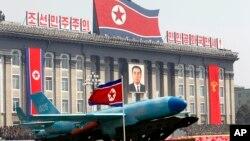 지난 2012년 4월 북한 김일성 주석의 100번째 생일을 기념하기 위해 평양에서 열린 '태양절' 열병식에 하늘색 위장 페인트를 칠한 무인기도 등장했다. (자료사진)
