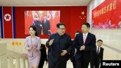 ေျမာက္ကိုရီးယားေခါင္းေဆာင္ Kim Jong Un က တ႐ုတ္ကြန္ျမဴနစ္ပါတီ၊ ႏုိင္ငံတကာေရးရာဌာန အႀကီးအကဲ Song Tao ဦးေဆာင္တဲ့ ကိုယ္စားလွယ္အဖြဲ႔တဖြဲ႔ကို ျပံဳယမ္းၿမိဳ႕ေတာ္မွာ လက္ခံ ေတြ႔ဆံုစဥ္