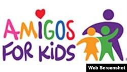 """Amigos For Kids lleva a cabo una campaña denominada """"Blue Ribbon"""" para centrar la atención pública en el asunto."""
