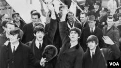 Kelompok musik legendaris The Beatles saat melakukan tur keliling di AS tahun 1964.