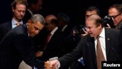 AQSh prezidenti Barak Obama Pokiston Bosh vaziri Navoz Sharif bilan yadroviy xavfsizlikka bag'ishlangan xalqaro anjumanda. Gaaga. 24-mart, 2014