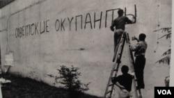 2011年在莫斯科曾举办布拉格之春图片展。其中照片反映布拉格市民当时书写标语谴责苏联占领。