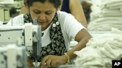El sector textil emplea a unas 65 mil personas en El Salvador, 85% de ellas mujeres.