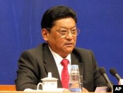 西藏自治区政府主席白玛赤林在记者会上