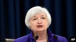 """Janet Yellen, presidenta de la Reserva Federal, dijo que las tasas continuarán aumentando gradualmente dependiendo de cómo """"evolucione"""" la economía con respecto al empleo y la inflación."""