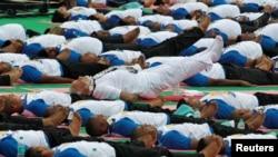En India donde se realizaron las principales celebraciones, el primer ministro Narendra Modi dirigió una masiva sesión de yoga con 30.000 seguidores.