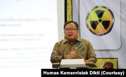 Menristek Dikti-Kepala BRIN berbicara mengenai keniscayaan pemanfaatan nuklir, di Jakarta 13 November 2019.