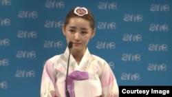 아일랜드 수도 더블린에서 지난 15일부터 18일까지 2014 세계 젊은 지도자 회의 (One Young World Summit 2014)에서 탈북 여대생 박연미 씨가 연설하고 있다.
