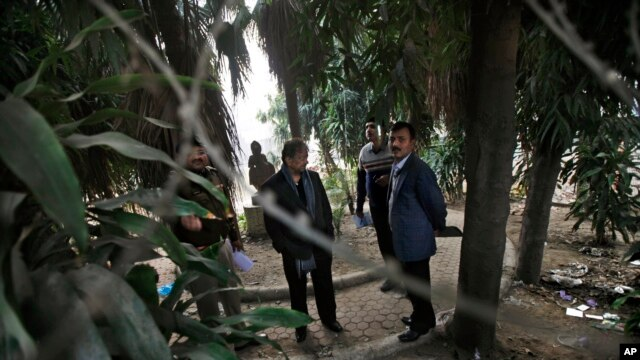 Indian investigators visit a spot which police say is where a Danish tourist was gang-raped in New Delhi, India, Jan. 15, 2014.
