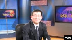 布鲁金斯学会约翰·桑顿中心主任李成过去参加美国之音节目(美国之音拍摄)