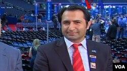 Tampa'daki Cumhuriyetçi Tek Türk Delege Ersal Özdemir, sağda, ve Amerika'nın Sesi muhabiri Alparslan Esmer