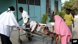 Somalis wheel a wounded civilian,at Medina hospital, Mogadishu, Somalia, who was wounded by mortar shrapnel during clashes between Somali insurgents and African Union troops (File Photo).