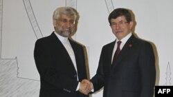 Глава делегации Ирана по ядерным переговорам Саид Джалили и министр иностранных дел Турции Ахмет Давутоглу перед саммитом в Анкаре