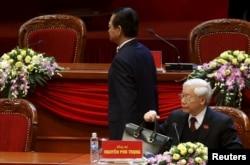 """Tờ báo Nhật Bản nhận định rằng gốc gác miền nam cũng như yếu tố Trung Quốc có thể là lý do khiến Thủ tướng Nguyễn Tấn Dũng """"trượt"""" chức Tổng bí thư Đảng Cộng sản Việt Nam vừa qua."""