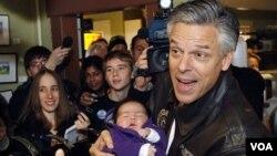 Tras retirarse, el ex gobernador de Utah, Jon Huntsman, dijo que apoyará a Mitt Romney.