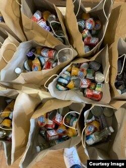 Paket makanan yang akan dibagikan dalam food drive. (foto: courtesy)