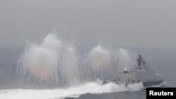 台灣海軍在高雄港外舉行軍事演習(2016年1月27日)