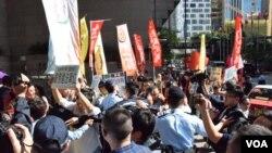 香港團體抗議北京驅低端人口 爆警民衝突