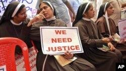 Des religieuses catholiques demandant l'arrestation d'un évêque accusé de viol d'une des leurs, à Kochi, en Inde, le 12 septembre 2018.