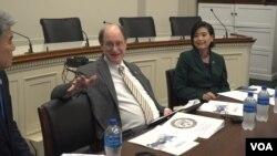 브래드 셔먼 미국 하원 외교위 아태소위원장과 주디 추 하원의원이 11일 의회에서 열린 개성공단 기업 대표단 설명회에 참석했다.