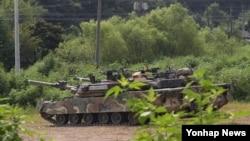 을지프리덤가디언(UFG) 미한연합군사훈련이 시작된 22일 경기도 파주시 접경지역에서 한국군 K-1 전차가 대기하고 있다.