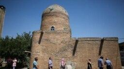 مقبره استر و مردخای در شهر همدان محل زیارت یهودیان ایران و جهان است.