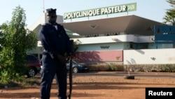 Mali đang giám sát hơn 300 người trước đó đã tiếp xúc với các bệnh nhân Ebola, trong một nỗ lực để hạn chế sự lây lan của virus.