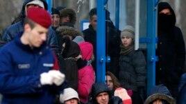 Dhjetëra të arrestuar për trafikim migruesish nga Kosova