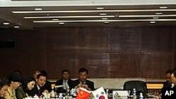 한-중 FTA 협상 개시 관련 회담장.