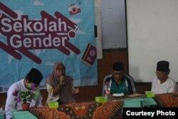 Sekolah Gender berisi delapan seri setiap akhir pekan di PPTI Al Falah Salatiga. (Foto courtesy: Ulfah)