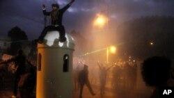2月1日,埃及反政府的示威者聚集在开罗的总统府外