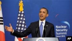 25일 청와대에 이명박 대통령과의 공동 기자회견 도중 연설을 하는 바락 오바마 미국 대통령