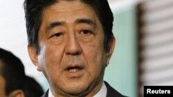 Yamaguchi es el primer legislador japonés que visita China desde que el gobierno de Shinzo Abe (Foto) tomó las riendas del país el mes pasado.